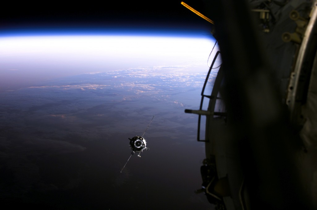 Soyuz_approach_ISS_